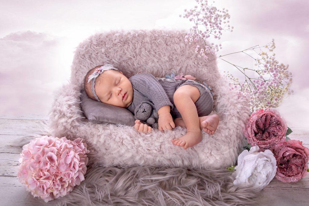 -fotografie-baby-mit-blumen